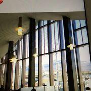 駅舎と図書館