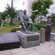 創成橋のたもとにある銅像