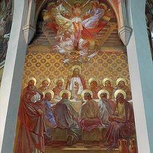 教会内部のフレスコ画のひとつ。