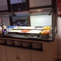 朝食のバッフェ。ハムとチーズコーナーです。
