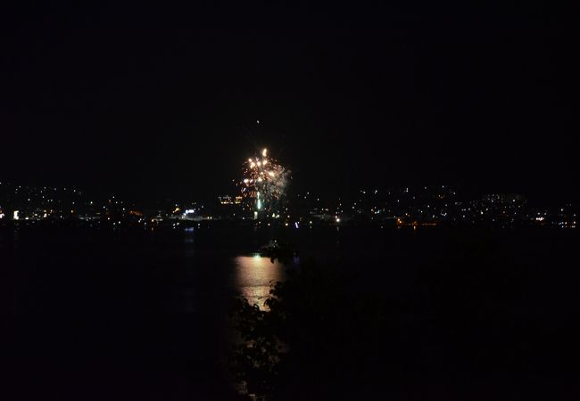 夏の諏訪湖は毎晩花火