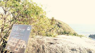 崖沿いの遊歩道