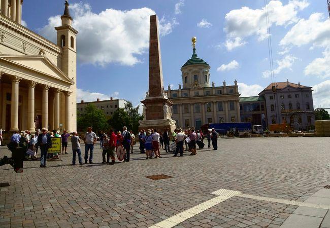 市役所、議会がある行政の中心