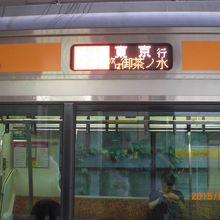 JR四ッ谷駅には、総武線とともに中央快速線が停まります。