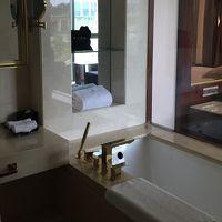 バスタブはあります。別にシャワー室もあります。