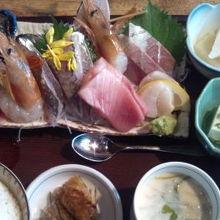 ランチのお刺身定食。1700円なり。