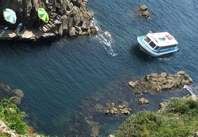 観光用の遊覧船