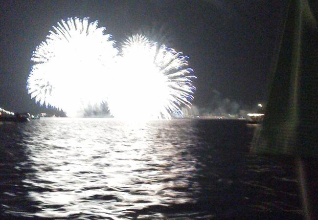 鑑賞船からの花火は最高!