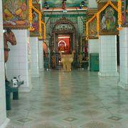 街中のヒンズー寺院