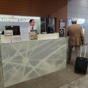 小さい空港ですが、アドリア航空はスターアライアンスのメンバーでラウンジがあります。