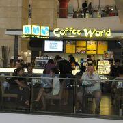 TOKYOのフロアにある小さなカフェ