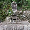 写真:那比村藤吉の墓 義民碑
