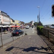 ライン川沿いのメインの通り。