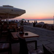 夕暮れ迫るアドリア海が目の前。