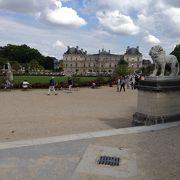 リュクサンブール公園内の宮殿。
