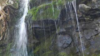 新鹿沢温泉から車で5分程で行ける美しい潜流瀑!
