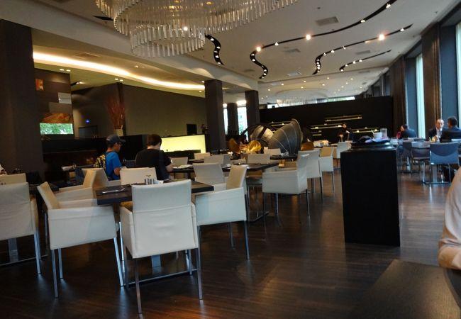 EQUINOX Grill Restaurant
