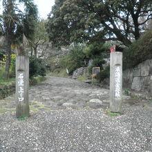 石畳の入口