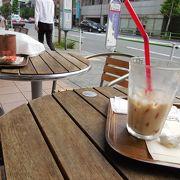 テラス席もあるコーヒーショップ