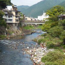 宮ヶ瀬橋から見た吉田川に架かる新橋