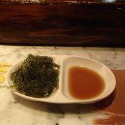 ホテルで沖縄料理を楽しむ