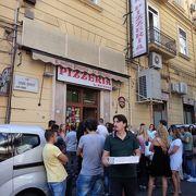 ビールとピザで6ユーロ!