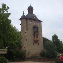 お庭にある塔