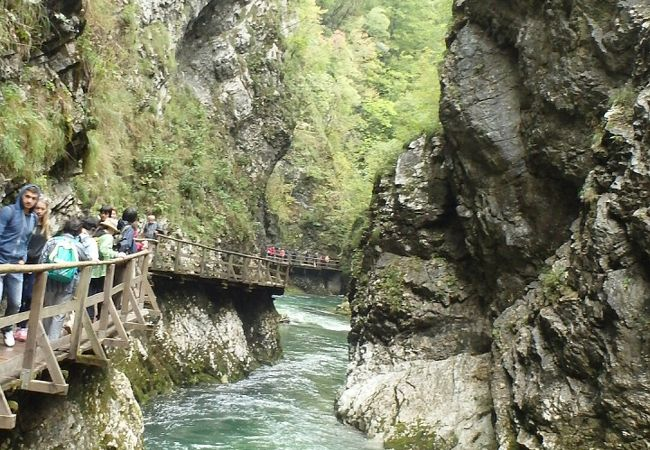 絶景だが、日本国内にもありそうな渓谷