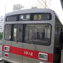 東急池上線の車両、五反田と蒲田間を走ります行き先が変わります