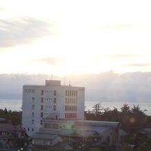 一部ですが低層階の部屋の窓から琵琶湖が見えます。