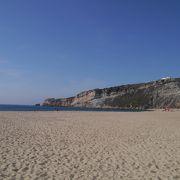 秋は落ち着いた海岸