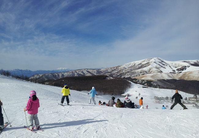 大人券1枚買えば子供のリフト券が2枚付いてくるのでお安く家族スキーを楽しめます。