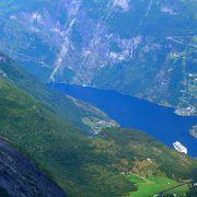 二度目 やはりGeiranger Fjordが見えると違う 400m下の湖に氷が張る
