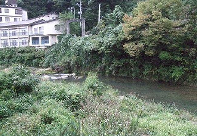 摺上川に面して眺望が良い宿が多い