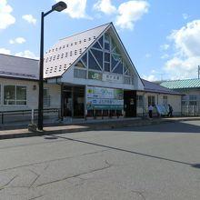 「水森かおり」唄う『五能線』に出合い、鰺ヶ沢駅まで来ました。