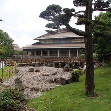 和風庭園と大ホール