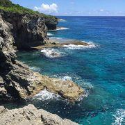 絶景な太平洋 神秘的な洞窟