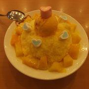 日本で行列のできるマンゴーかき氷も、ここ高雄でなら待たずに食べられます。