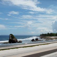 往路は右側、復路は左側の席が海岸沿いになります
