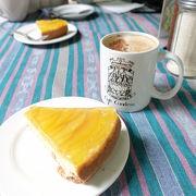 アンティグアのゆったりしたカフェで美味しいケーキ