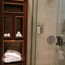 ラウンジ内シャワールーム1