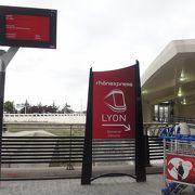 リヨンの国際空港からSNCFのパールデュー駅までを結ぶトラム