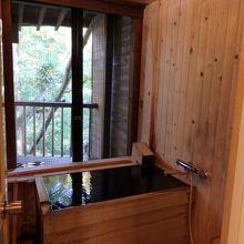 客室の露天風呂(網戸あり)