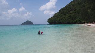 島の場所によって雰囲気も混み具合も違う島