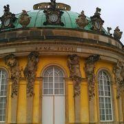 清楚で優美な宮殿