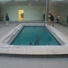 レアンドロのプールの1階です。