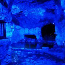 名物?青の洞窟風呂