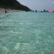白い砂浜とグリーンの海がやっぱりキレイ
