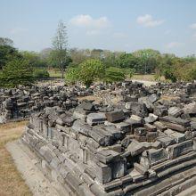 この一帯が全て仏塔が建っていたそうな・・