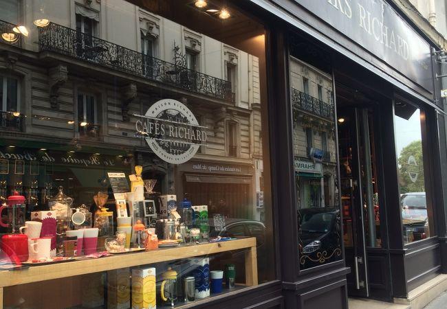 パリでコーヒーならこちらの豆売り専門店へ!グッズも豊富!